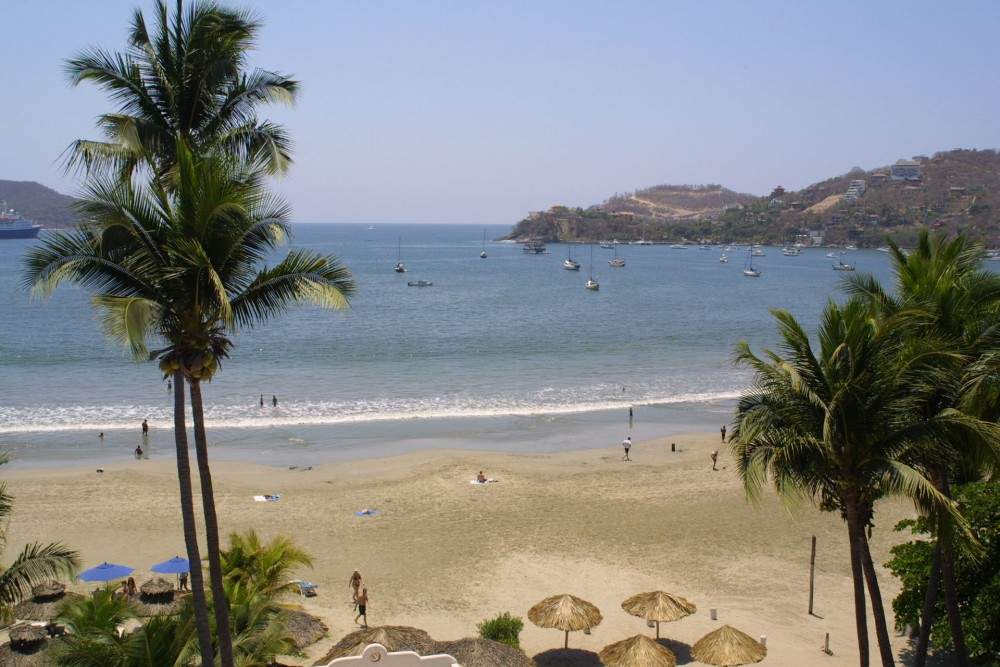 Aura del Mar, Zihuatanejo, the beach