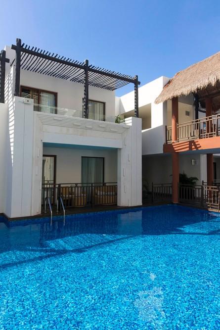 Azul Beach, swim up suites