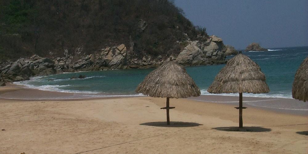 Camino Real Zaashila, beach