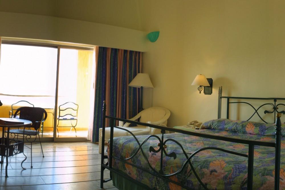 Camino Real Zaashila, Club room