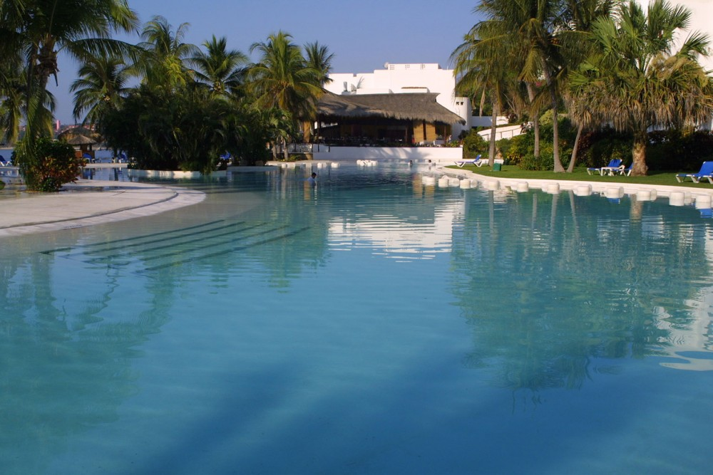 Camino Real Zaashila, pool