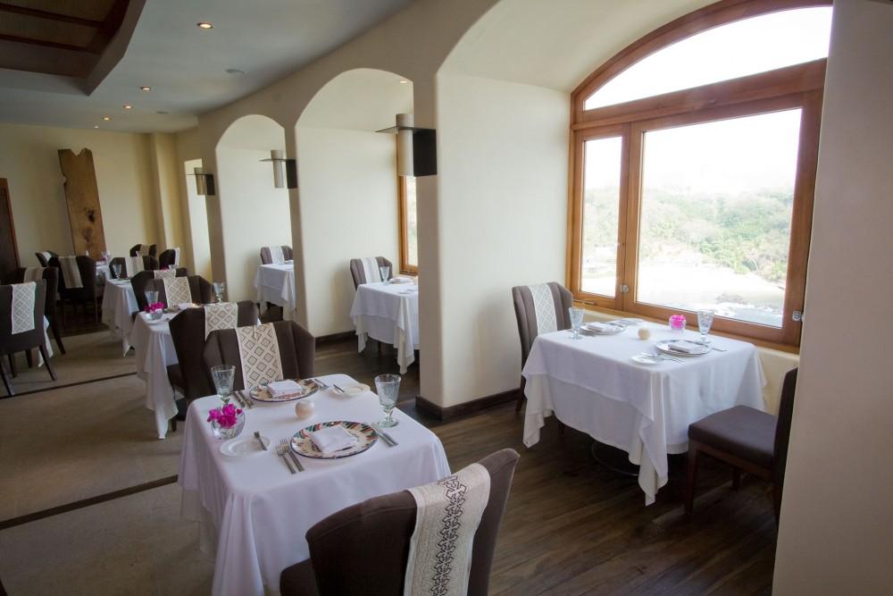 Capella Ixtapa, A Mares restaurant