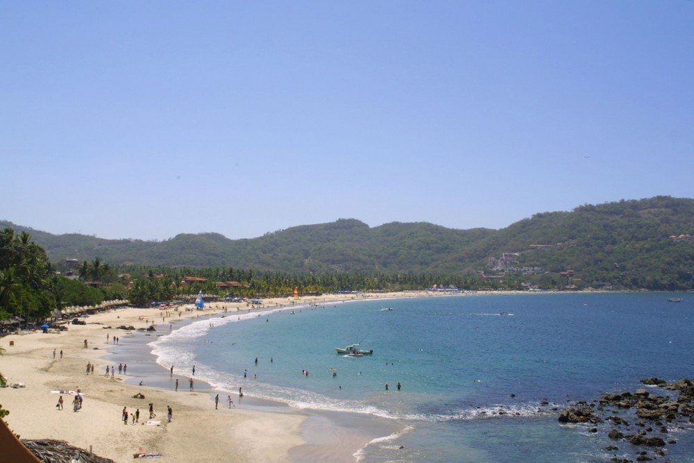 La Casa que Canta, Zihuatanejo, the beach Playa la Ropa