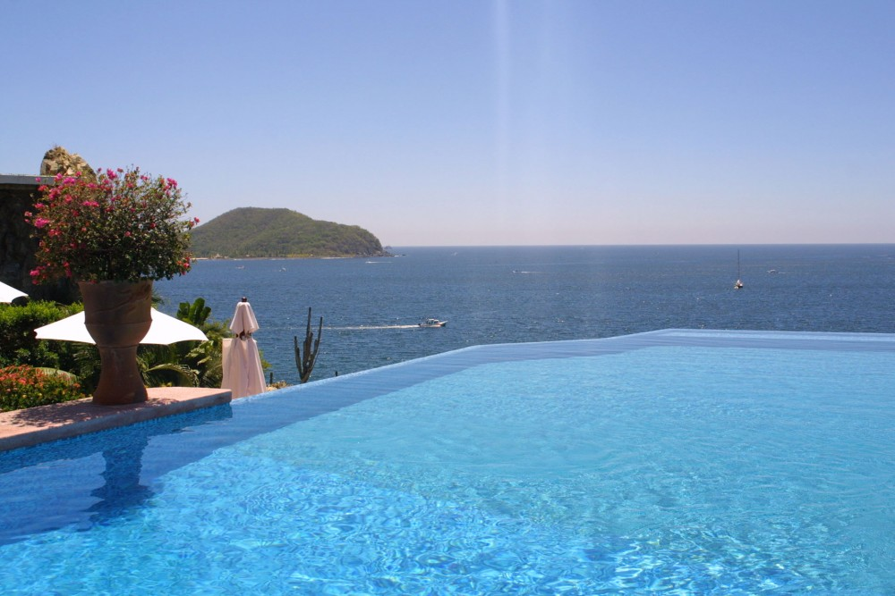 La Casa que Canta, Zihuatanejo, the pool