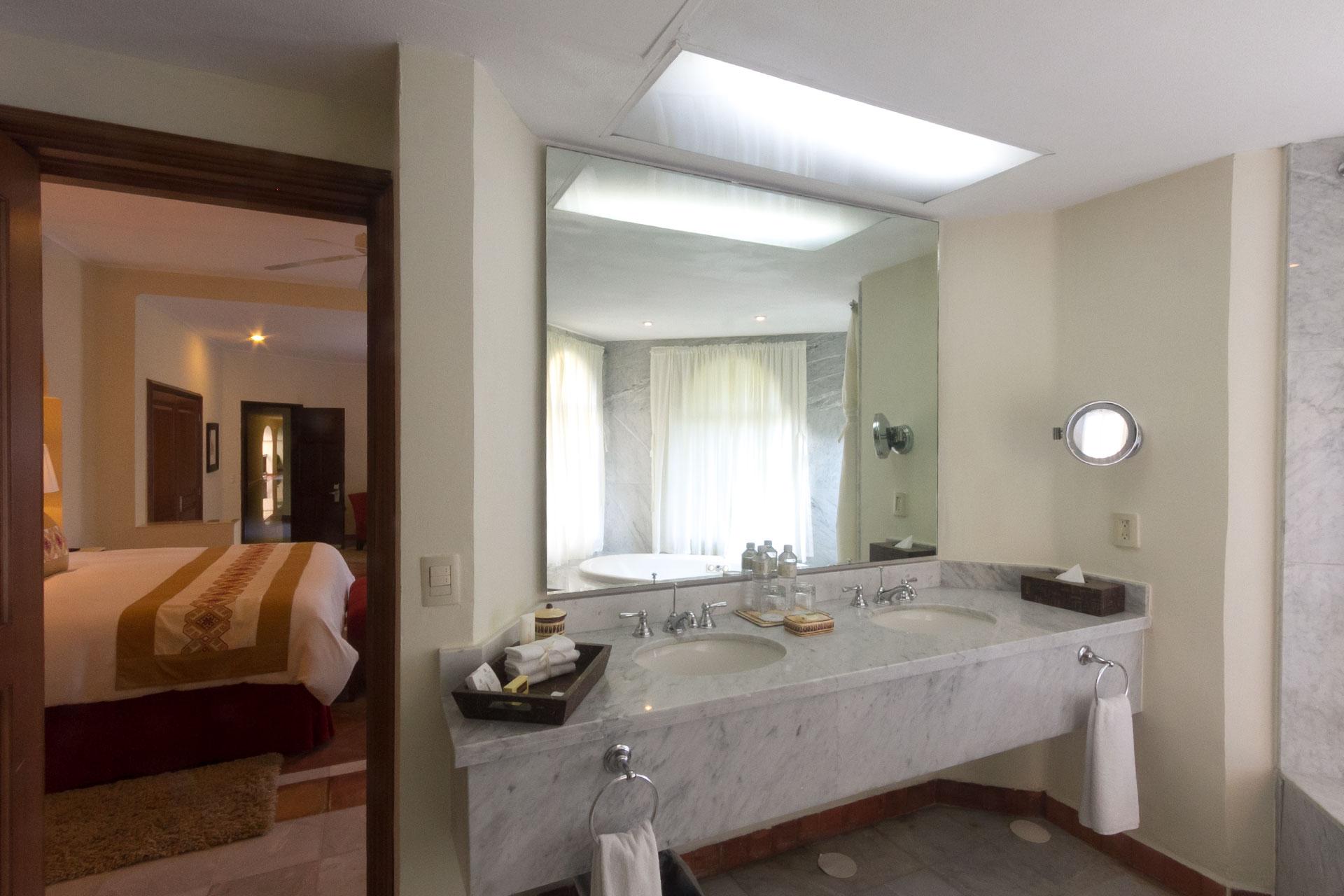 Casa velas master suite plus 2 different world for Case con 2 master suite