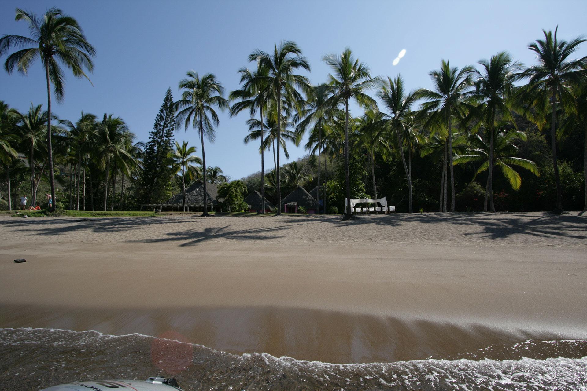 Playa rosa bungalows costa careyes - Casitas de playa ...