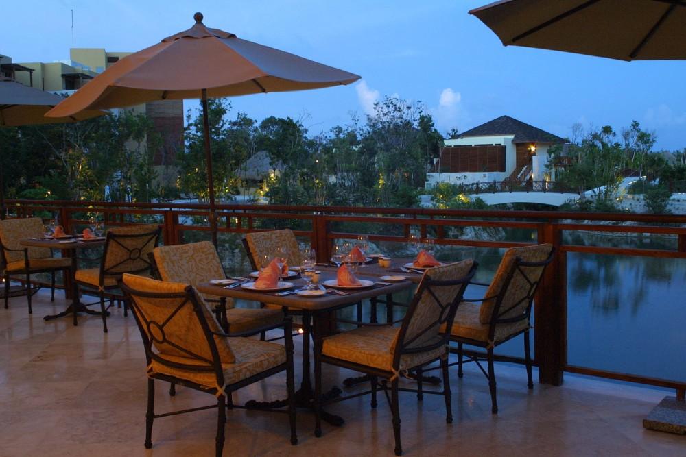 Fairmont Mayakoba, Puerto restaurant
