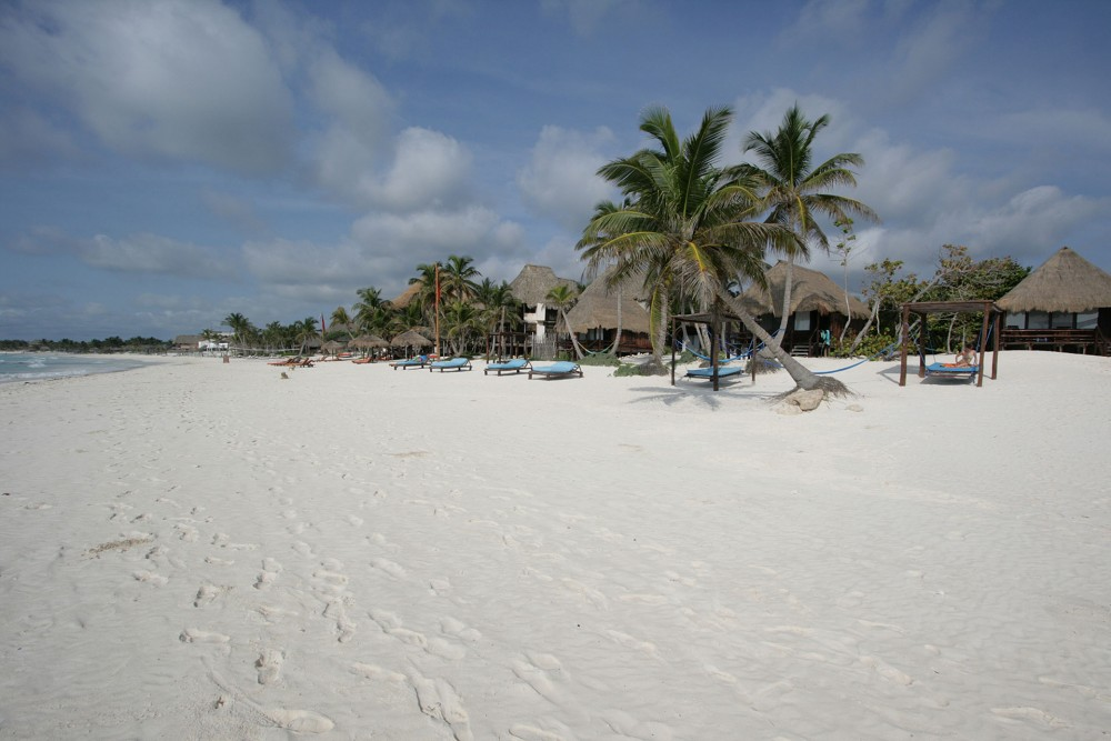 Hemingway Tulum, the beach