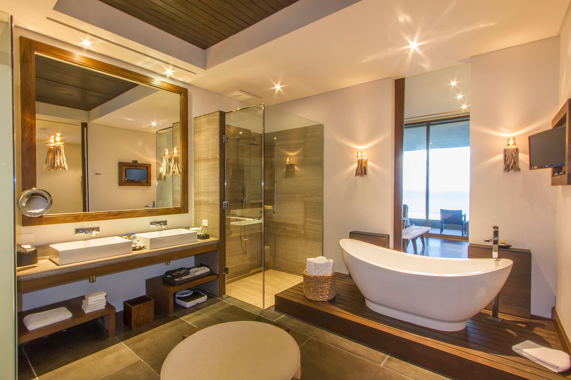 Nizuc resort and spa cancun for Master suite bathroom