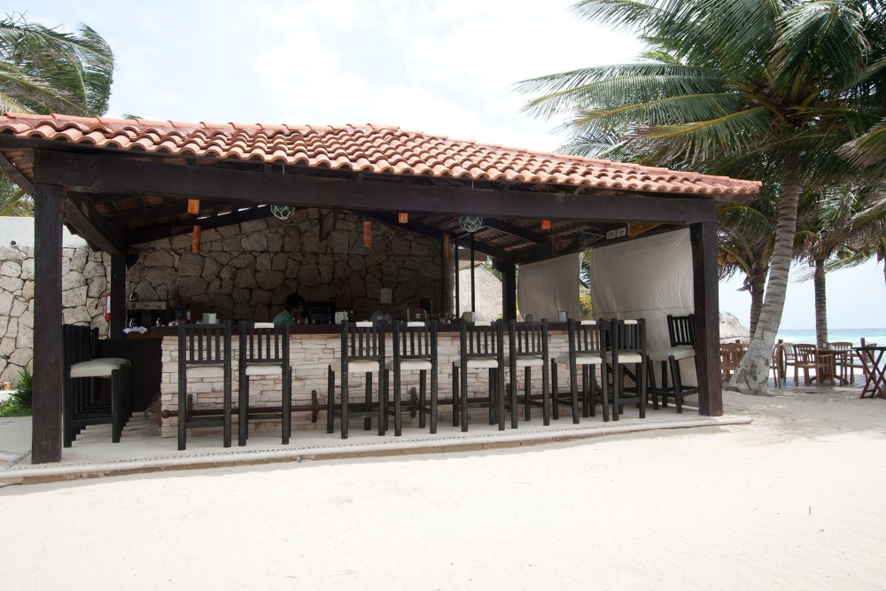 Petit Lafitte, Riviera Maya, the pool bar