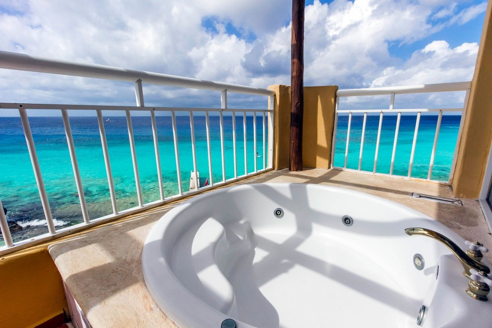 Playa Azul, Cozumel, the master suites, jacuzzi