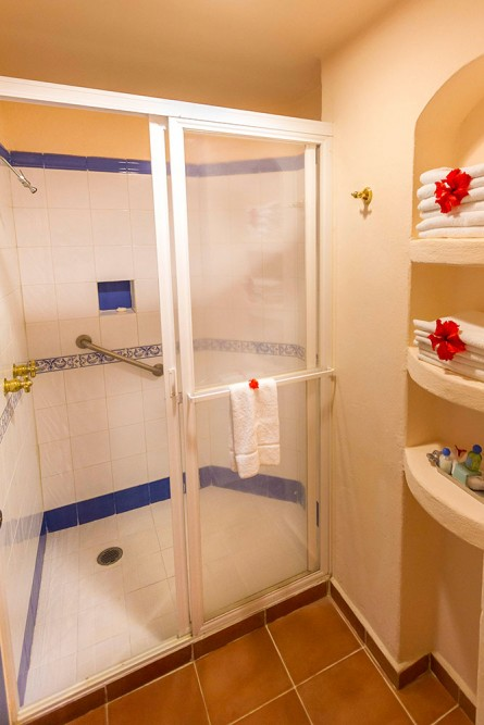Playa Azul Cozumel, standard room shower