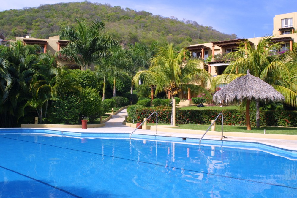 Viceroy Zihuatanejo, the pool